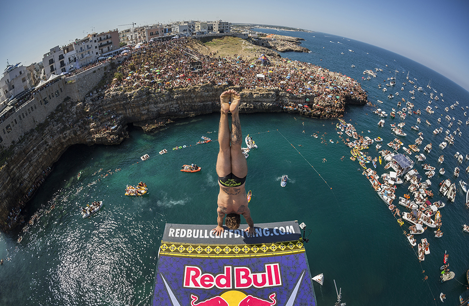 "IL MARKETING CHE ""TI METTE LE ALI"": RED BULL E L'UNCONVENTIONAL MARKETING"